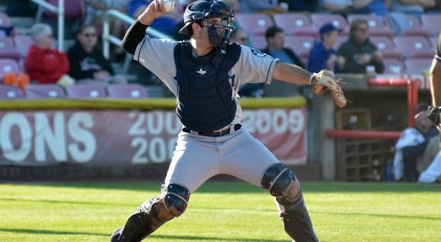 Jason gunning a ball to 2nd base. Photo Credit: Salem Kaiser Volcanoes(Gordie Clary)