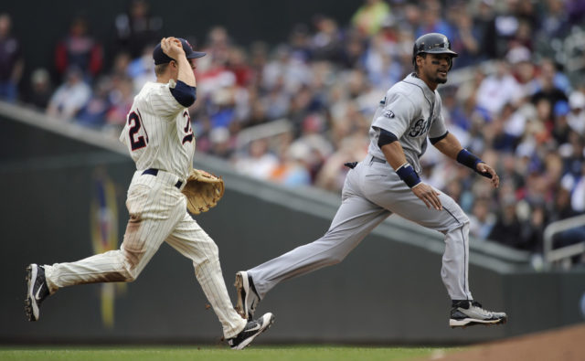 MARINERS SPLIT WITH TWINS, IN AN OFFENSIVE MANNER