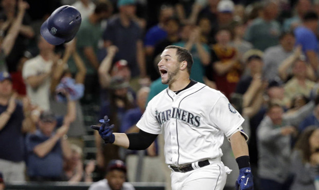 ZUNINO POWERS THE M'S IN TAKING TWO FROM TWINS, JUST 1 GAME FROM .500
