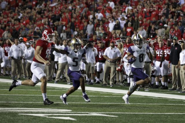 Wasn't easy but Dante Pettis and the #8 Huskies stop Rutgers 30-14