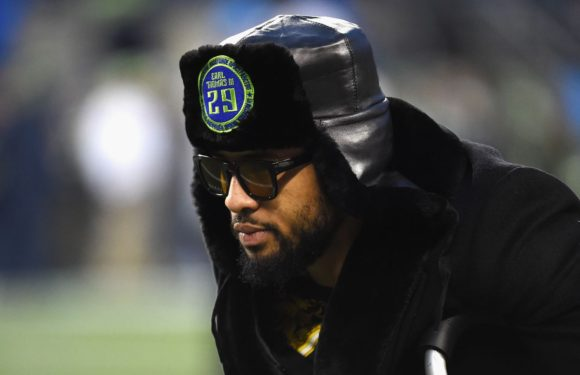 Earl Thomas follows through on plan to boycott training camp