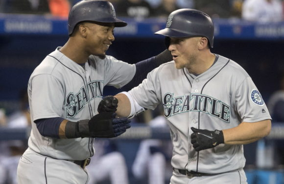 Pax's no hitter powers M's to yet another series win take 2 of 3 from Toronto