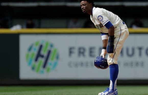 Disaster strikes as Dee Gordon fractures toe