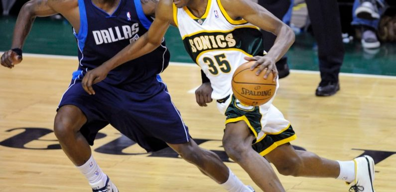 Kevin Durant returns to Seattle to close Key Arena